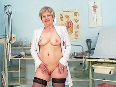 Wrinkled old lady speculum fucks pussy
