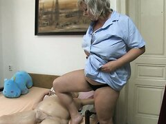 Massaging procedure ends up with pussy rubbing for old fat slut