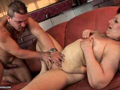 Fat granny gets fingered and her hairy cunt toyed on the couch