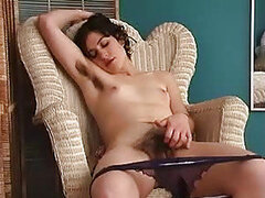 A sexy chick lays own...
