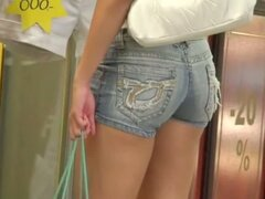 Hot brunette bitch with a sexy ass shopping center street candid
