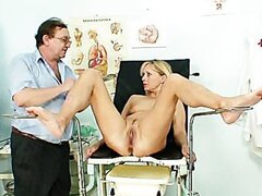 Visit to gynecologist turns into toy fucking