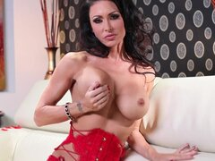 Jessica Jaymes amazes in hot solo