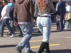street candid of a yummy ass in jeans moving real nice and slow