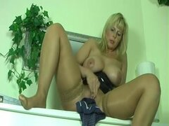 Mature German squirter slut