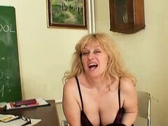 Sexy blonde amateur mom wears stockings and doing herself