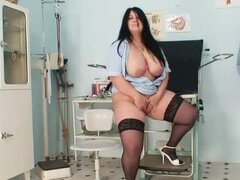 Fat lady in stockings shows her cunt