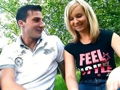 Babe gaping outdoor
