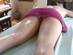Amateur babe massage