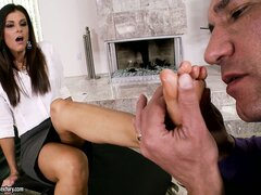 Leggy brunette gets her feet massaged and licked by her lover