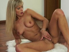 Blonde giving a hot solo