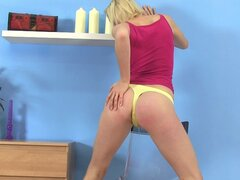 Gorgeous babe Sherry stretching her pussy and pissing