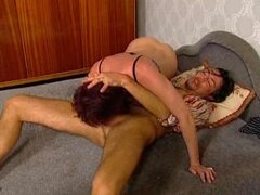 Dark-haired mature bitch moans loudly while getting her snatch pounded