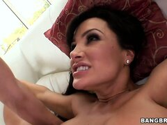 The Porno Queen, Lisa Ann, knows how to handle a gorging pecker