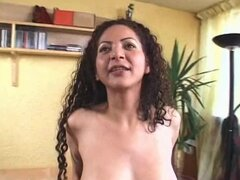 Curly Valeria Da Fogo blows big dick