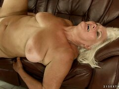 Fat blonde hoochie screams her head off riding on a young dick