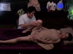 Masseuse Gives His Patient A Serious Riding For Free