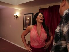 Drunk black head Leena Sky sucks a stiff lollicock in the pub