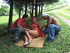 European outdoor-sex with interracial double penetration