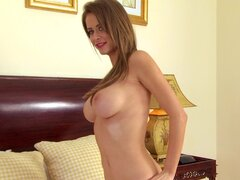Emily Addison posking her nice puss and getting orgasm