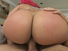 Pinkhair slut with huge ass loves sex