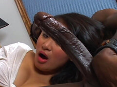 Asian babe Kiwi Lang sucks a big black dick