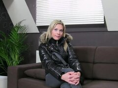 Blonde shows her cock-sucking skills in the casting sofa