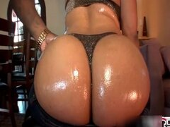 Awesome ebony girl shows her awesome ass