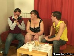 Two funny dudes bang mature fatty !