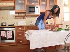 Naomi Roxx pokes her nice puss right on the table