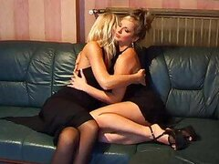 Sultry lesbian babes hooking up
