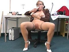 In charge milf masturbates and squirts