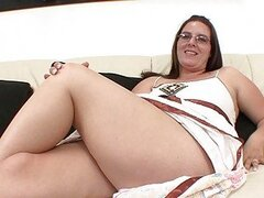 Chubby brunette with glasses tits sucks bedroom