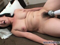 MILF natural pussy cums from having buzzed with her vibrator
