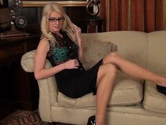 Blonde Ashleigh Mckenzie is a slutty secretary