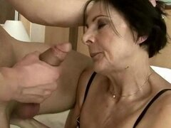Hot mature lady getting fucked pretty hard