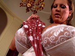Big booty milf Laura M is playing with her puss