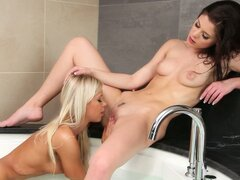 Little caprice & lola myluv have fun in tub