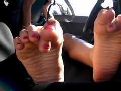 Arab Girl Hides Face but Shows Insanely hot Feet & Soles