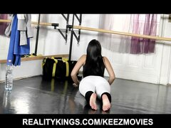 Flexible Italian dancer cums from double-penetration