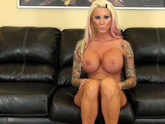 Inked up blonde tart rubs a vibe over her clit...