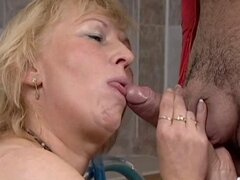 Turkish Guy fucks German BBW-Granny in Saunaclub