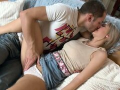 Hardcore havingsex on the couch with her