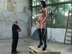 Backstage with Shalina Divine and she poses for the cameraman