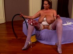 Milf Laura M is playing with her puss