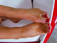 Rampant Jenna Presley gets her toes glazed in man goo