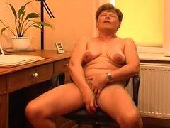Beautiful mature women masturbates...