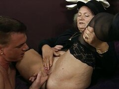 Horny old woman gets her pussy licked