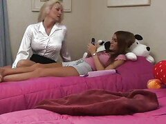 Intense pussy eating between brunettes