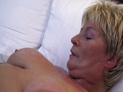 Fat old lady spreads her pussy and fucks